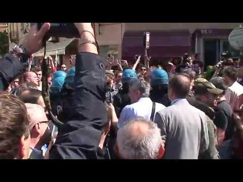 Tensione e scontri in piazza della Loggia