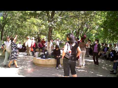中国・昆明の公園で社交ダンス♪