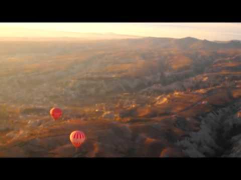 気球に乗って、トルコのカッパドキアを地上から☆