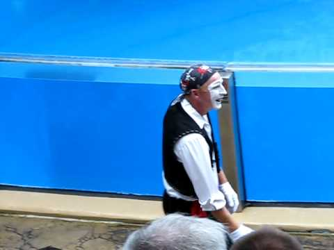 SEA WORLD MIME GETS FLASHED!!! VERY FUNNY!!!