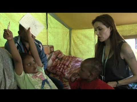 UNHCR - Tunisia: Angelina Jolie on the Libya Border