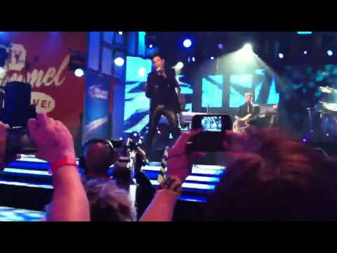 Never Close Our Eyes - Adam Lambert (Jimmy Kimmel)