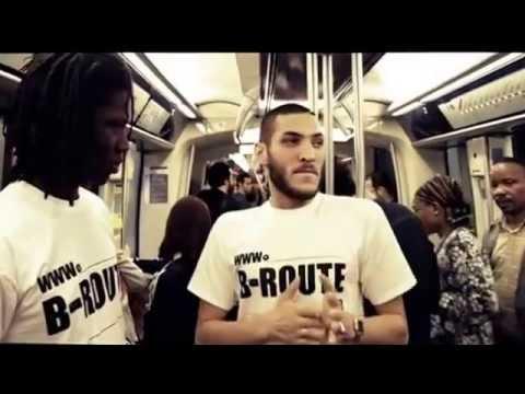 Un rappeur lâche un freestyle de fou dans le métro parisien