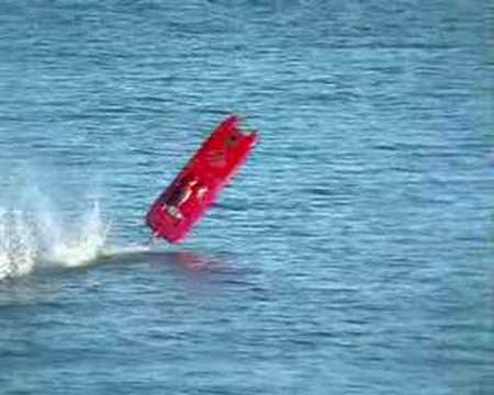 17102007 WildThing Crash Flip Crash rc-boat