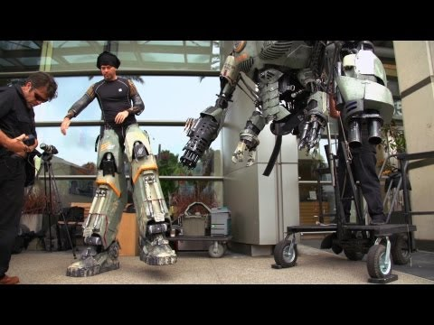 Special Effects Secrets of Wired's Comic-Con Robot - UCiDJtJKMICpb9B1qf7qjEOA