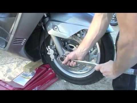 07+ Suzuki Burgman 400 Front Wheel Installation - micbergsma
