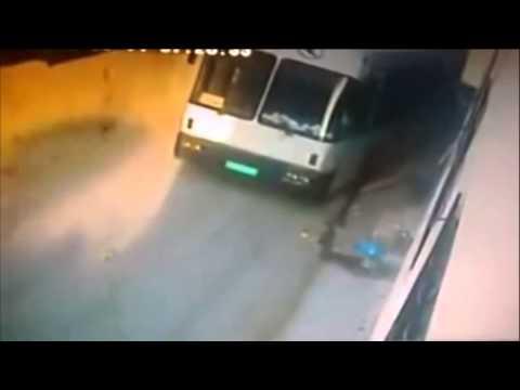 فيديو: كاميرا مراقبة تسجل لحظة مصرع فلسطيني دهسا في حادث مروع +18