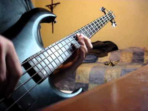 Helloween - Eagle Fly Free with bass solo by Kadu Vasconcellos