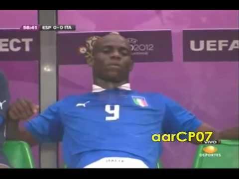 Las Locuras De Mario Balotelli en la Euro 2012