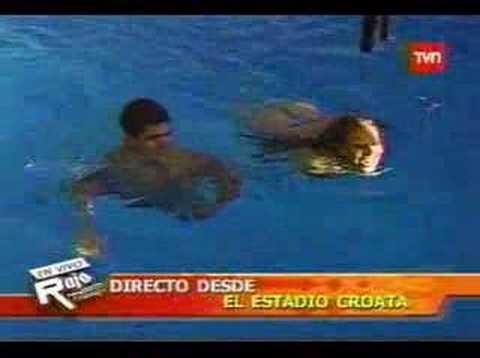 Yamna Lobos en Bikini , Tanga