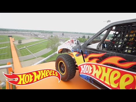 Team Hot Wheels -  The Yellow Driver-s World Record Jump