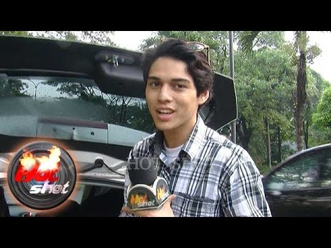 Bongkar Isi Mobil at Hot Shot Interview