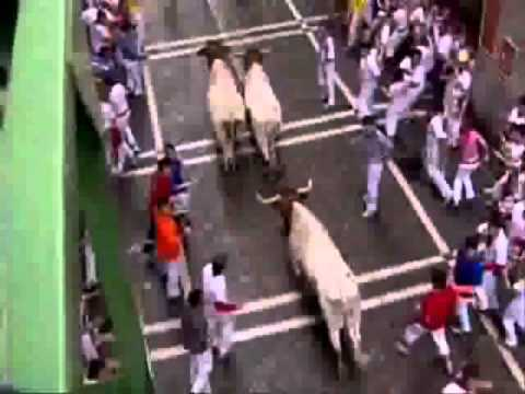 Running of the Bulls, Encierro 07 July, 2007 Pamplona, Spain 480p