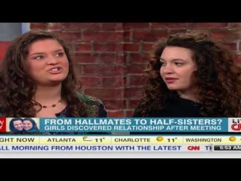 بالفيديو شاهد : صديقتان امريكيتان تكتشفان بالصدفة إنهما أختان