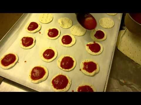 Pizzette di Pasta Sfoglia - Video Ricetta Salata - Tutorial