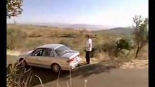 女性のための車の保険のCM。なぜ女性だけのための保険なのか?
