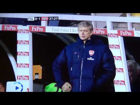 Arsene Wenger can't find his pocket! Funny Fail