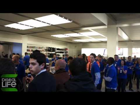 Official iPad 2 Launch New York 5th Avenue Apple Store Grand Entrance .avi