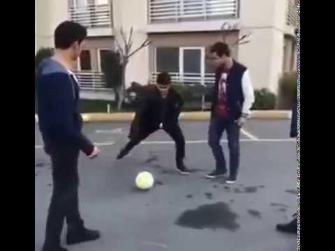 بالفيديو : شاهد أفشل مهارة كروية يمكن أن تشاهدها