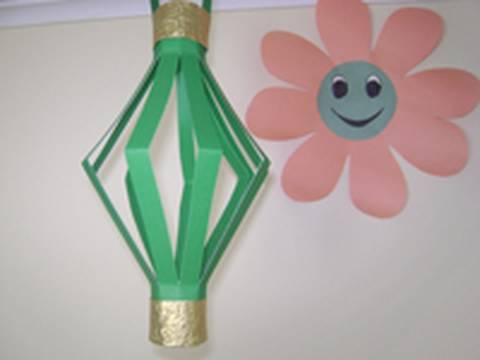 Easy Arts &amp; Crafts Kid's Projects: Construction paper decorative Paper Lamp