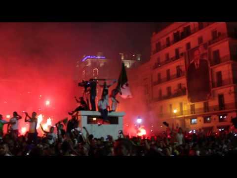 Algérie-Russie, explosion de joie à la Grande Poste, Alger.