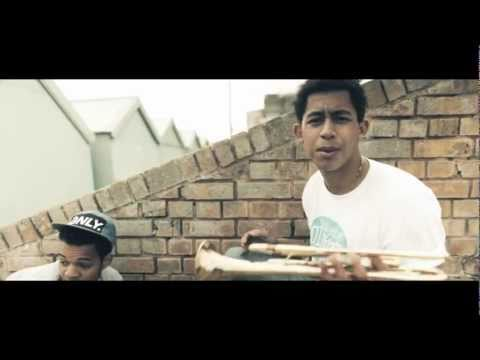 Rizzle Kicks - Down With The Trumpets -8ip8OsExLJs