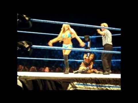 WWE Smackdown Lyon - Beth Phoenix & Kelly Kelly vs Rosa Mendes & Layla