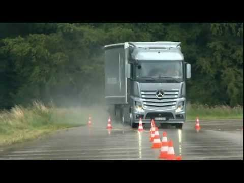 Test Drive 2012 Mercedes Actros - Lane Change