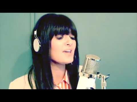 Rihanna - Diamonds (Acoustic cover by Alice Olivia)