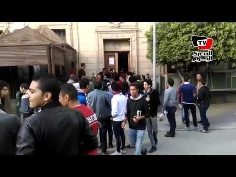 شاهد بالفيديو.. فتاة التحرش بجامعة القاهرة تثير أزمة مجدداً بملابسها المثيرة