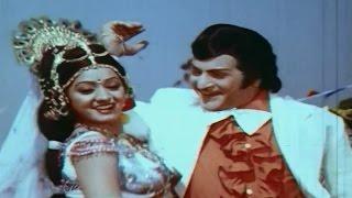 Konda Meedhi Chandamama Video Song - Vetagadu