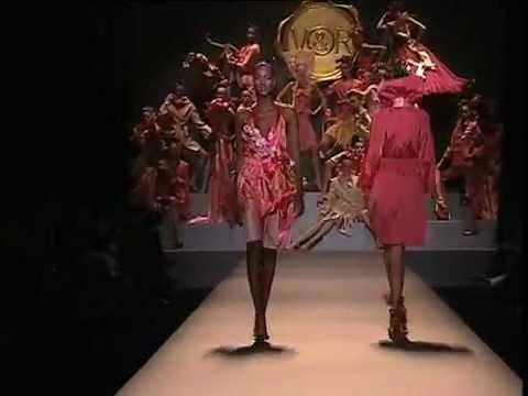 Viktor & Rolf Spring 2005 Fashion Show (full) -A3MXez6FpJ8