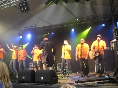Veenhoop Festival 2011 - Mannenkoor Karrenspoor - Genieten Dikke Tieten - 31 juli