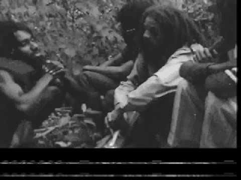 Hugh Mundell & Augustus Pablo video In the hills + interview -78
