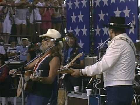 Willie Nelson & Waylon - Mammas Don-t Let Your Babies Grow Up to Be Cowboys (Live at Farm Aid 1986)