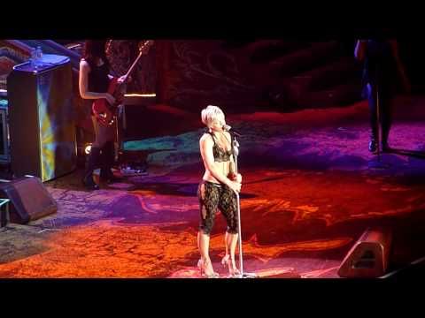 Pink Funhouse Tour Frankfurt Please Don't Leave Me HD 720P
