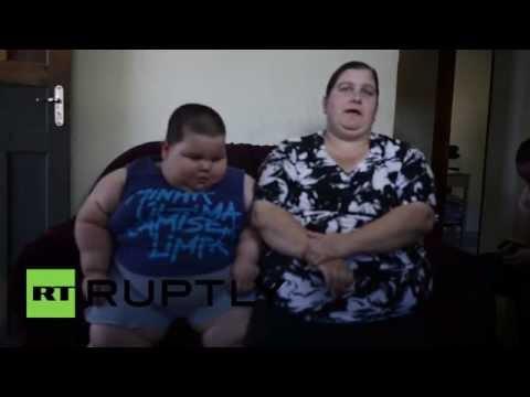 فيديو لا يصدق : طفل برازيلي عمره 3 سنوات و يزن 70 كيلو غرام