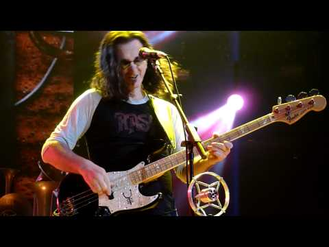 GEDDY LEE of RUSH Slappin- Da Bass Solo at the Cleveland Q-Arena 4-15-2011 Leave That Thing Alone