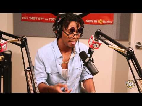 Lupe Fiasco freestyles on Flex