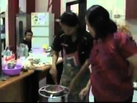 Pelatihan Cara Membuat Sosis. Kursus Sosis. Pengenyal & Casing. KURSUSTRISTAR.COM ' 031-71933131.