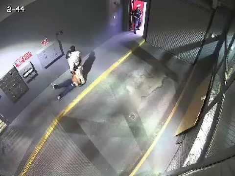 Policía en EE.UU. mata de un disparo a un hombre que estaba esposado.