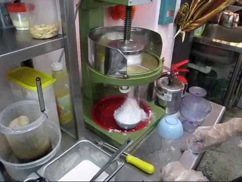 the making of cendol ta chi nyonya house