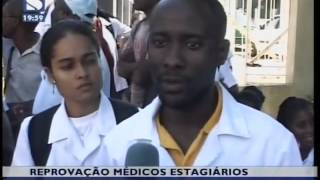 Mdicos estagirios reprovados amotinaram-se defronte da Faculdade de Medicina