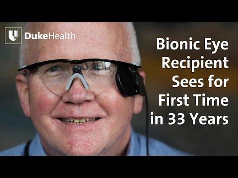 فيديو مؤثر : رجل اعمى يرى زوجته للمرة الاولى منذ 30 عام