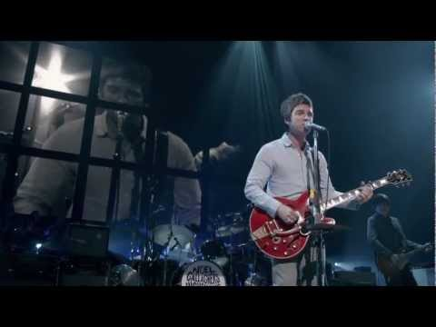 Noel Gallagher's High Flying Birds - Everybody's On The Run LIVE