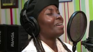 Donnons la Paix - Annie Flore Batchiellilys et la jeunesse africaine