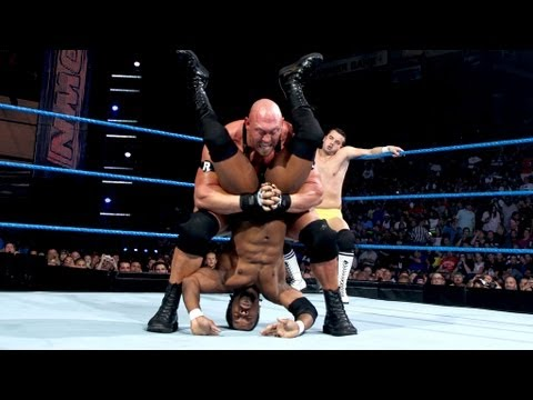 Ryback vs. two local athletes: SmackDown, June 22, 2012