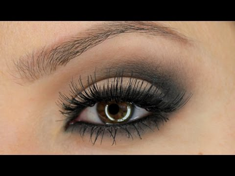 Classic Smokey Eye Using Zoeva 'Smoky' Palette - smiles2310