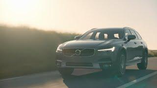 Volvo показала универсал V90 Cross Country