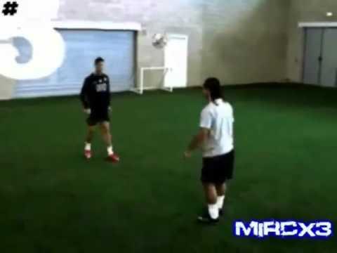 Cristiano Ronaldo Vs Ronaldinho - Freestyle -D7-rvqmzMH0